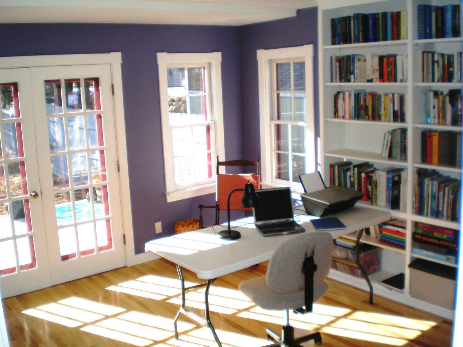 How To Maximizing Space In A Small Office Room